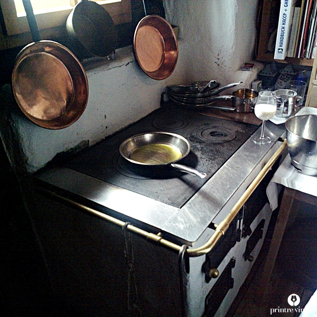gampe-thaya-kitchen